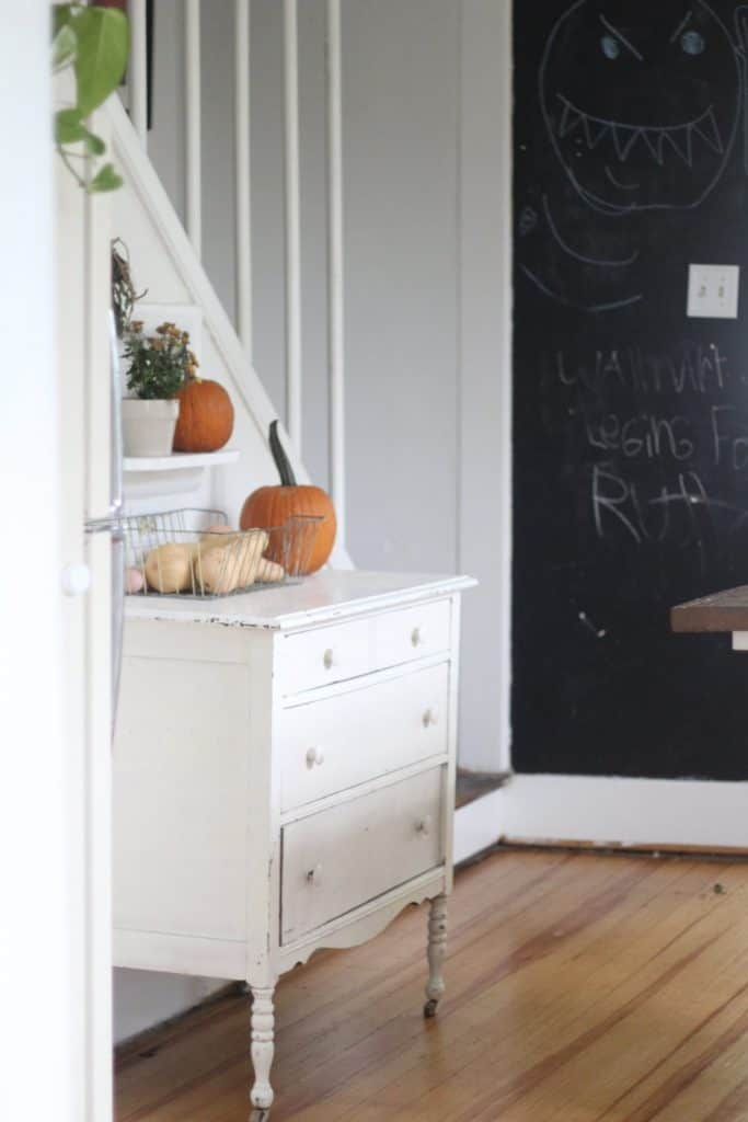 a painted chalkboard wall adds farmhouse style