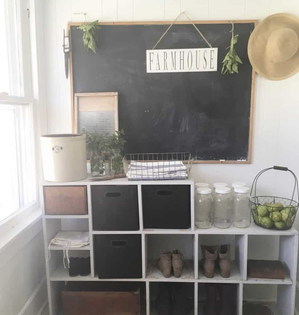 adding chalkboards to a home adds farmhouse style