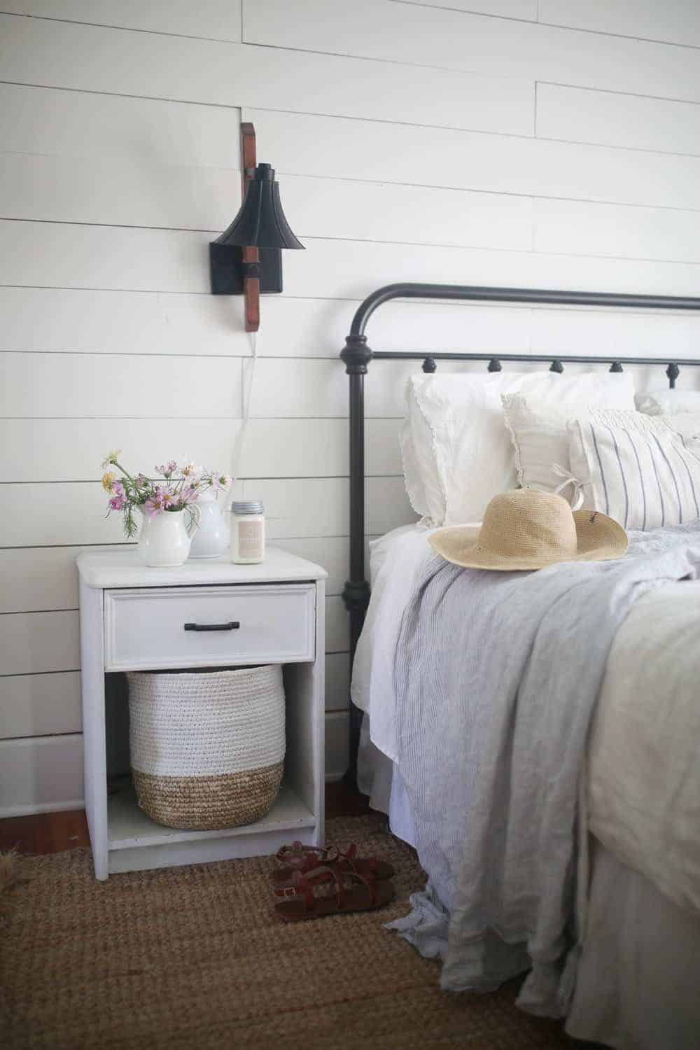 target iron bed review