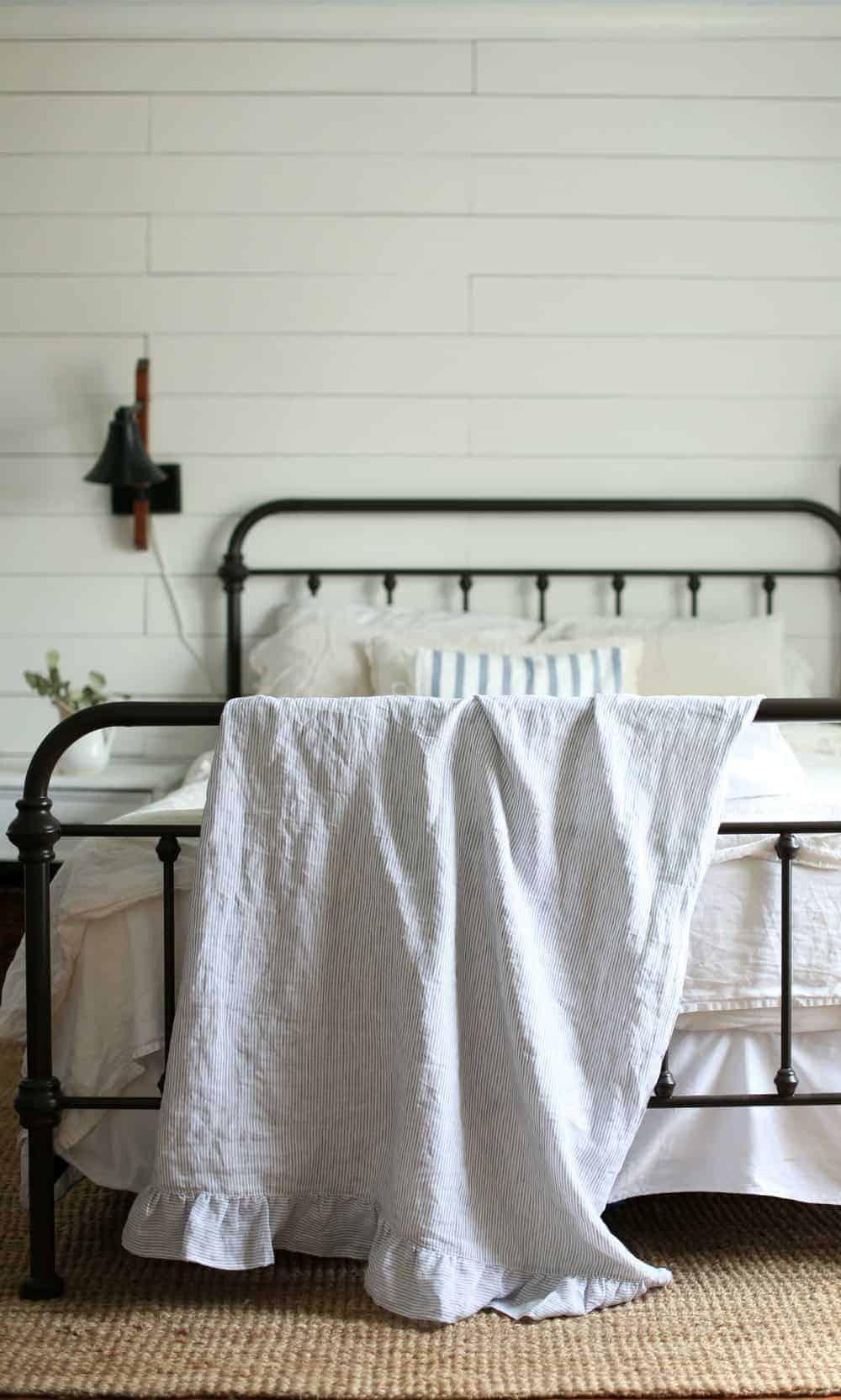 Linen and Ruffle Throw Blanket Tutorial