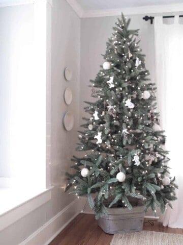 DIY Christmas Decorations- Homemade Pine Cone Ornaments