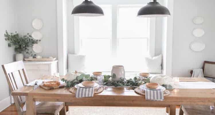Farmhouse Thanksgiving Table Decor