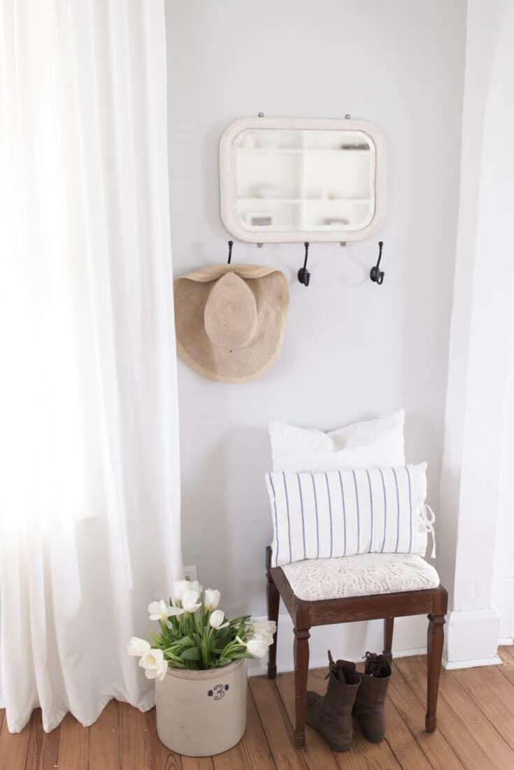 Spring Farmhouse Decorating Ideas- Entryway