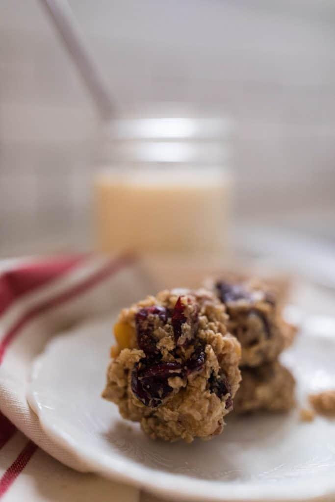 oatmeal cookies golden raisins granola cookies