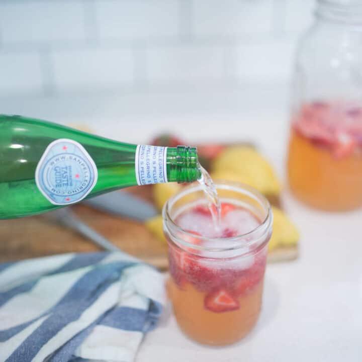 sparkling lemonade in glass jar