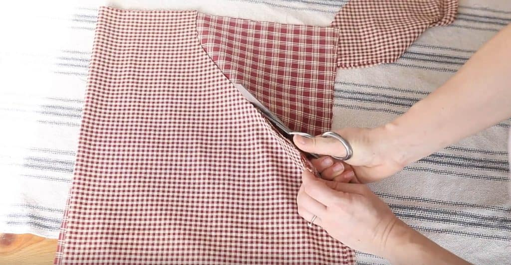 cutting arm holes For DIY reversible apron