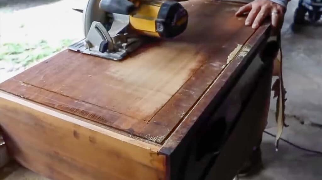 saw cutting the bottom part of a draw out