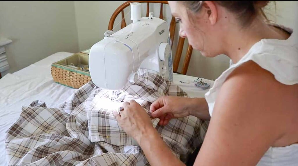 sewing pockets on to an plain apron